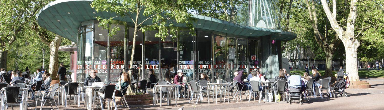 Terraza del Bar Tximeleta Helados Capra en el Parque Doña Casilda de Bilbao.